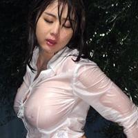 野外や風呂場で水に濡れながらの性交